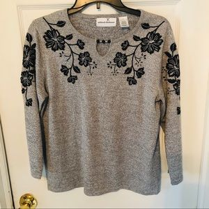 NWOT Gray Alfred dunner grey embroidered top SZ S